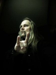 «I Know There's Something Going On», el nuevo video de Jorn