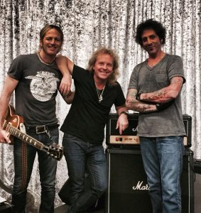 """I Wouldn't Change a Thing», el nuevo videoclip de Revolution Saints"